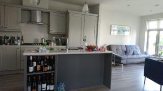 キッチンとリビングルーム