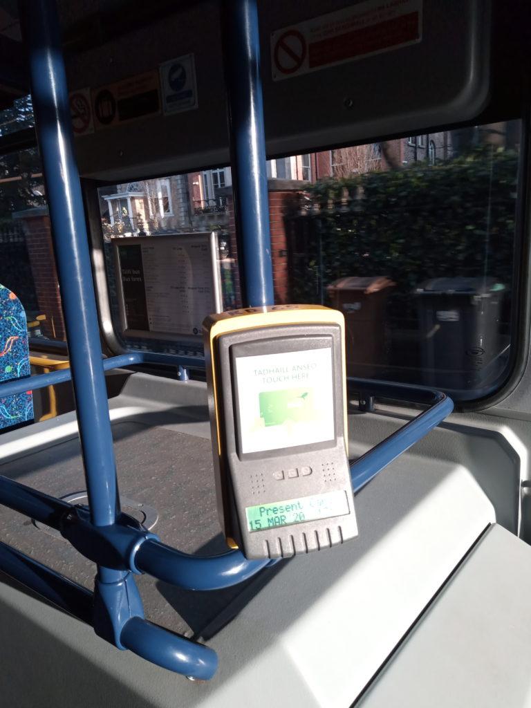 バス内のカードリーダー