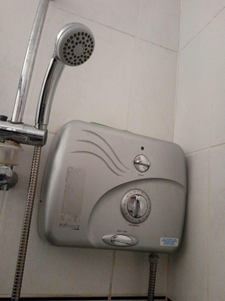 シャワーヘッドと機械