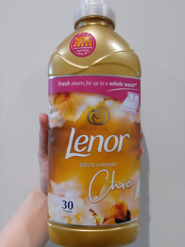 柔軟剤レノアのボトル