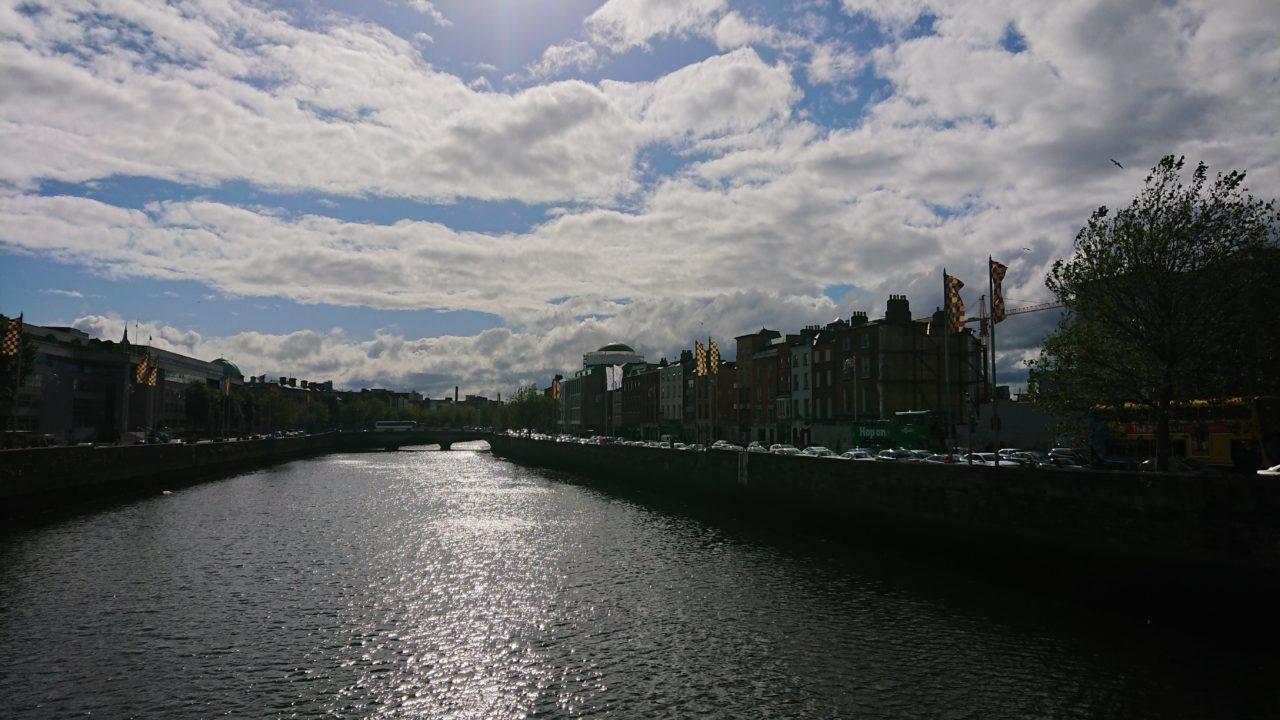 川と街並み