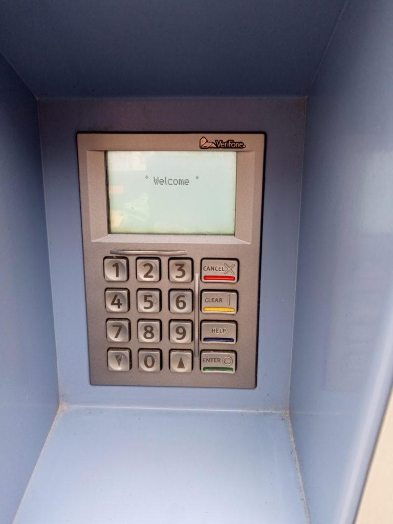 発券機のクレジットカード挿入口